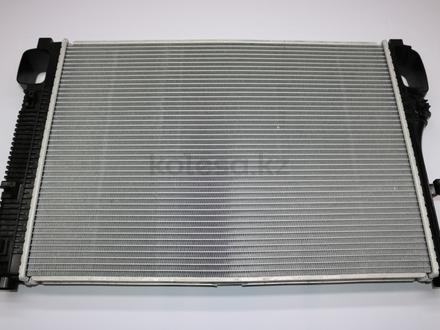 Радиатор двигателя Mercedes Benz S Class w221 за 87 900 тг. в Алматы – фото 2