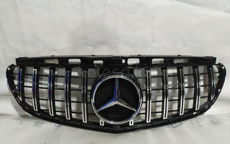 Решетка центральная радиатора на Mercedes-Benz w212 E класса GT за 70 000 тг. в Алматы