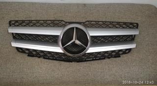Решетка радиатора Mercedes-Benz x204 GLK дорестайлинг за 70 000 тг. в Алматы