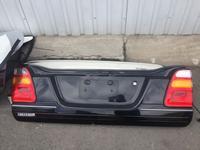 Крышка багажника нижняя на Toyota land cruiser100 в Алматы