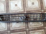 Решетка радиатора на Toyota Corona (1995 год) б у; за 4 000 тг. в Караганда – фото 2