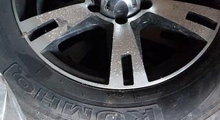 Диск, шины 4 штук 5 ти болтовый за 160 тг. в Уральск