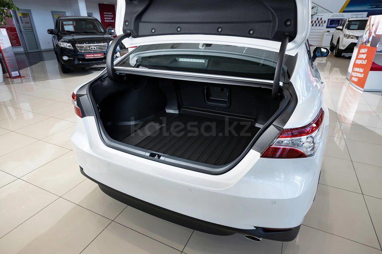 Toyota Camry D класса 2021 года от 13 030 000 тенге