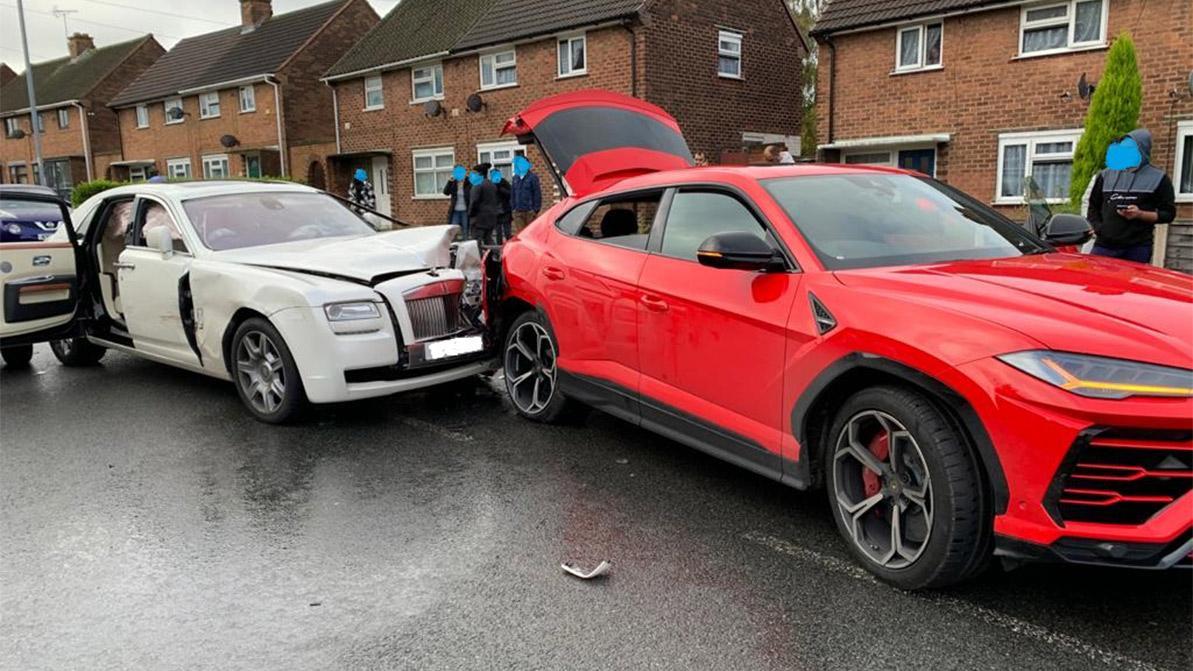 Водитель Rolls-Royce сбежал после столкновения c Lamborghini