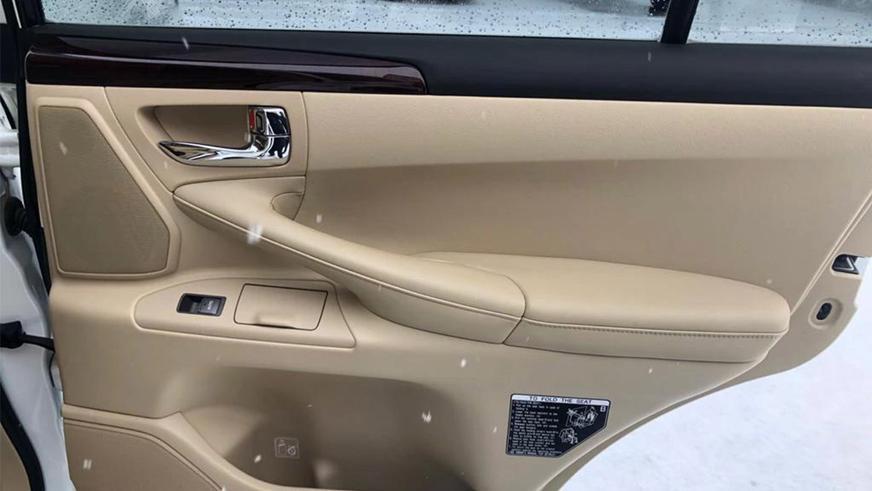 Десятилетний Lexus LX570 почти без пробега на Kolesa.kz