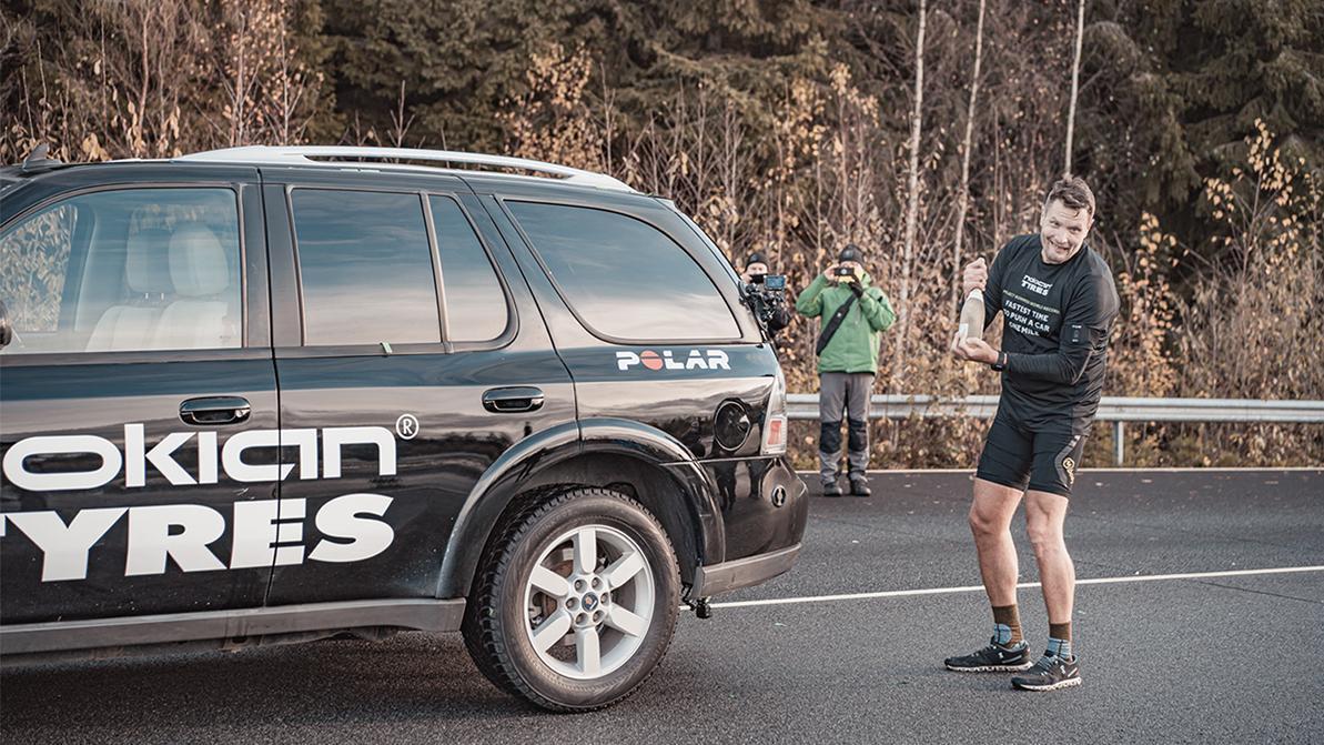 Финн целую милю толкал Saab ради рекорда