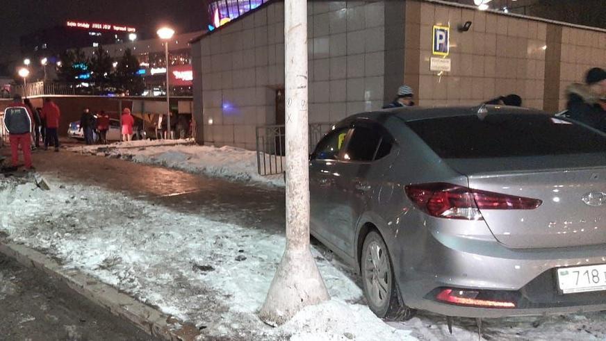 Автобус выскочил на тротуар в Алматы. Пять пешеходов пострадали