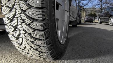 За езду летом на зимних шинах положен штраф 5 МРП