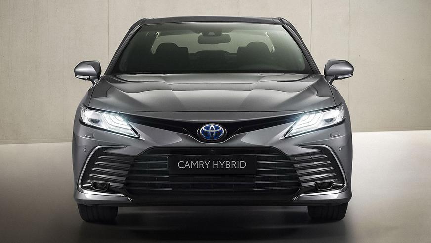 Toyota Camry XV70 слегка обновилась