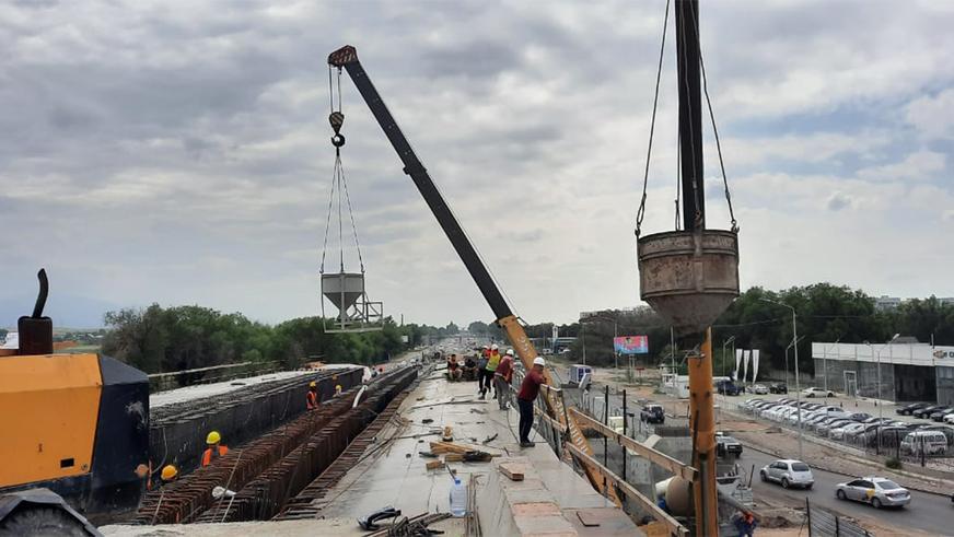 Движение через эстакаду «подкова» возле «Алтын Орды» откроют в июле