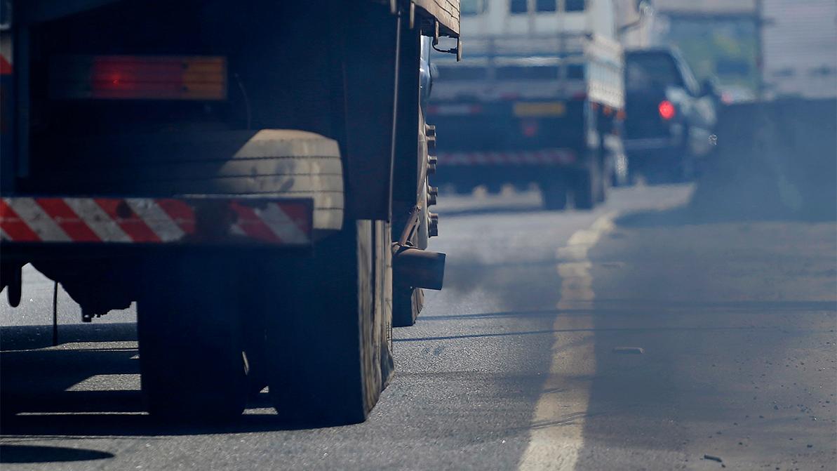 В Алматы ограничат движение «грязных» грузовых автомобилей
