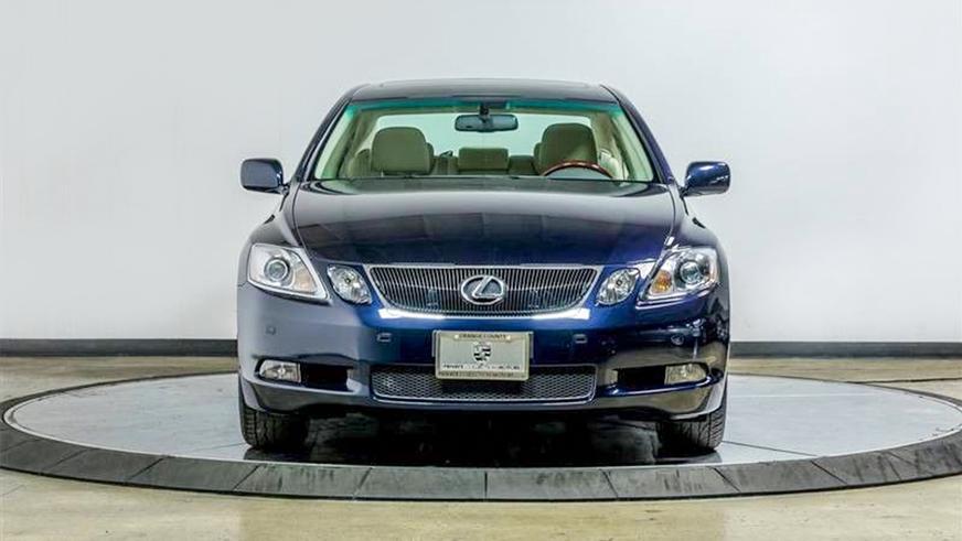 В США выставили на продажу 15-летний Lexus GS почти без пробега