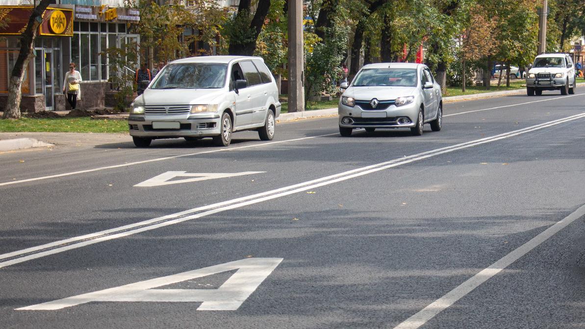 Выезжать на автобусные полосы по выходным могут разрешить в Казахстане