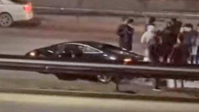 Lamborghini Gallardo приложили об отбойник на ВОАД в Алматы