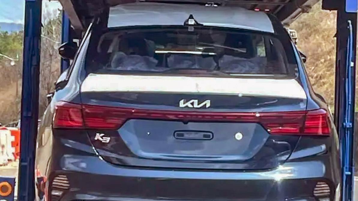 Обновлённый Kia Cerato засекли без камуфляжа
