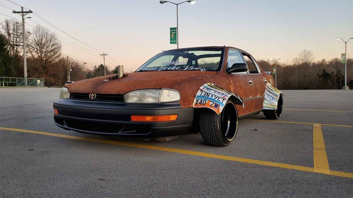 Ржавая Toyota Camry без крыши появилась в продаже