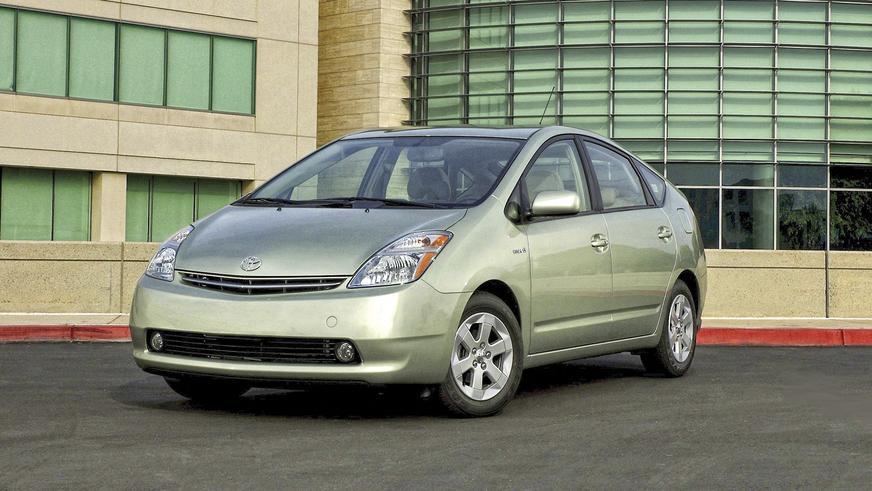 2003 год — Toyota Prius второго поколения