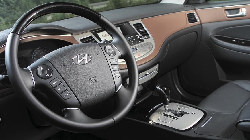Hyundai Genesis - 2012