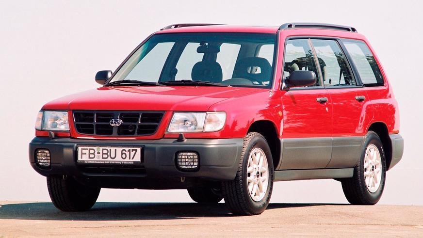 1997 год. Серийный автомобиль внешне был сильно похож с концептом, и таких фориков в Казахстане большинство — как с правым, так и с левым рулём + громадное число модификаций