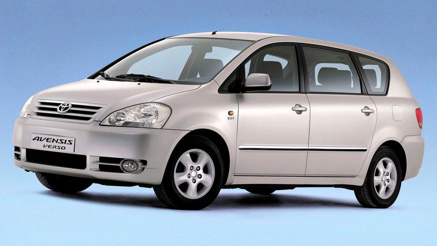 2001: Toyota Avensis Verso. Avensis базасындағы жеті орындық компактвэн. Ол 2009 жылға дейін шығарылды