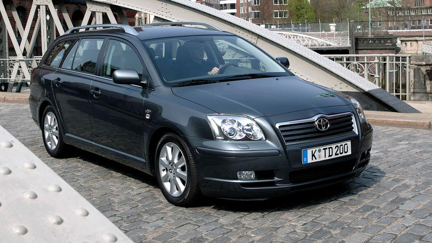 2003: Toyota Avensis-тің екінші буыны (Т25). Toyota-ның еуропалық бөлімімен жасалған. Капот астына көлемі 2.4 литрлік 6 цилиндрлі бензинді мотор қойылды