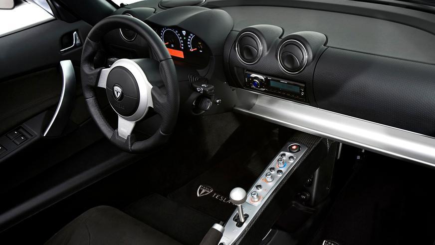 2007 год — Tesla Roadster