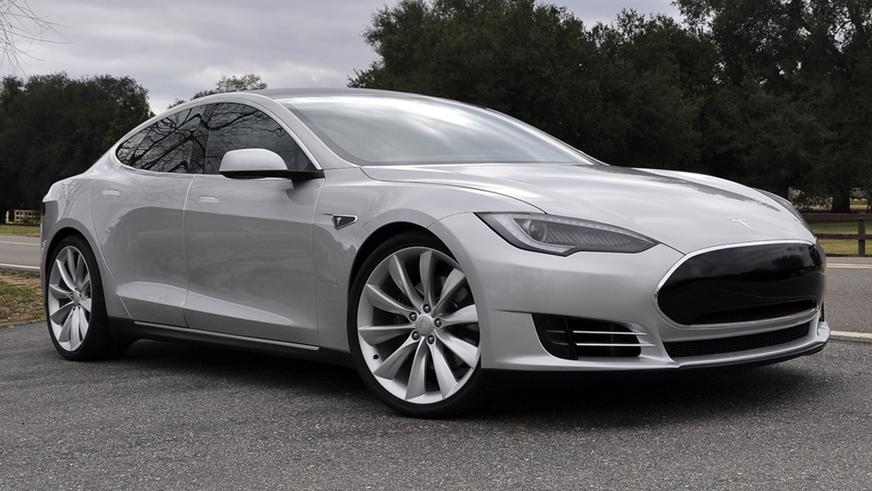 2011 год — Tesla Model S Alpha Concept