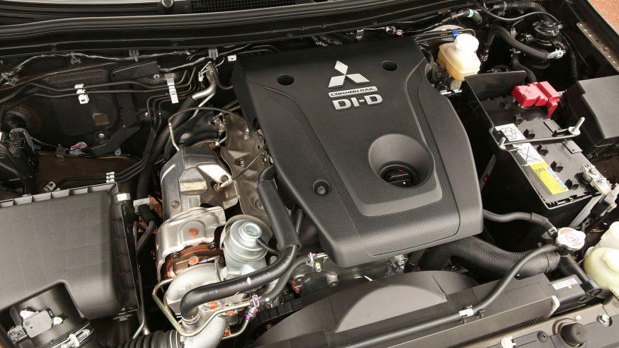 Mitsubishi L200 - 2015 - двигатель