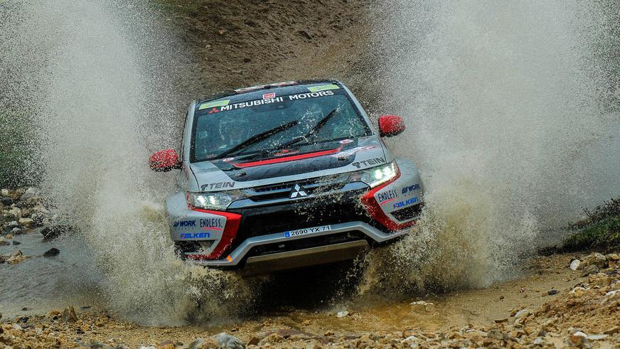 Mitsubishi Outlander PHEV - 2014 - спорт