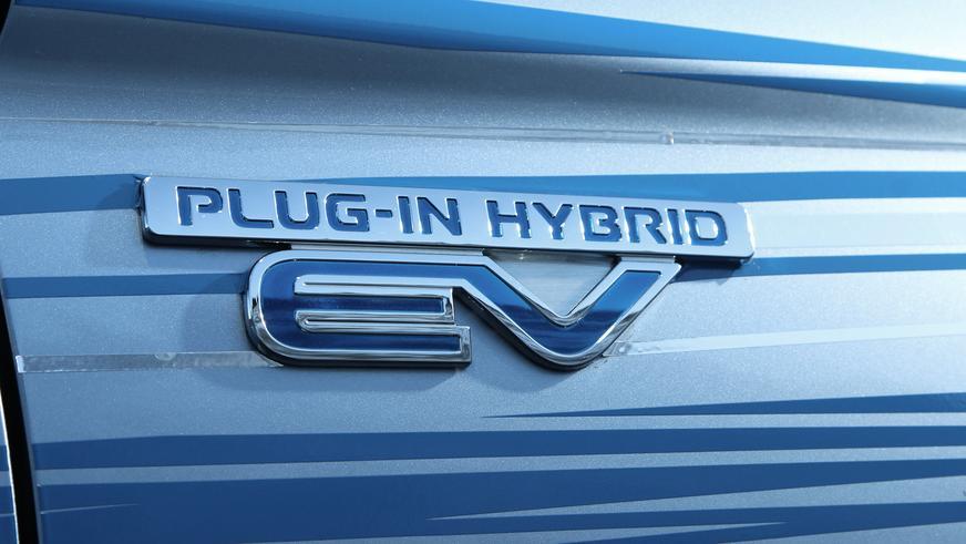 Mitsubishi Outlander PHEV - 2014