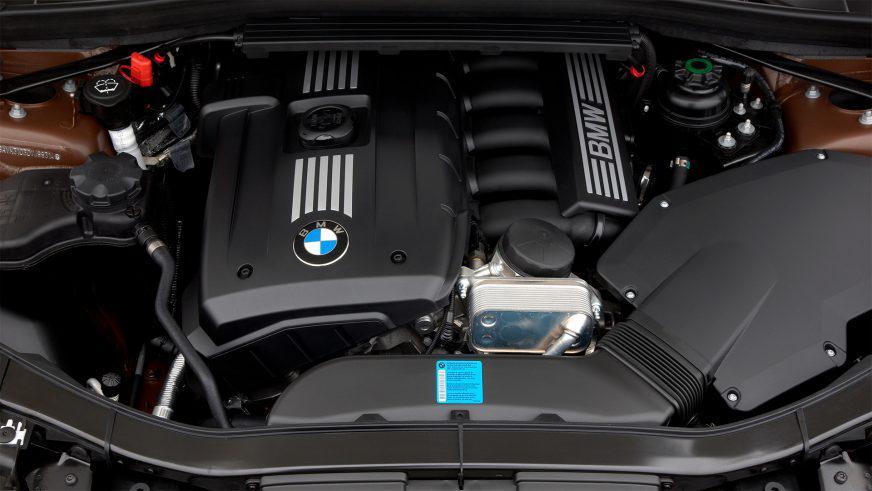 BMW X1 - 2010 - двигатель