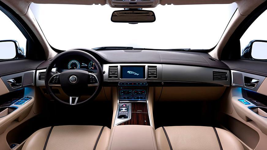 2012 год — Jaguar XF Sportbrake
