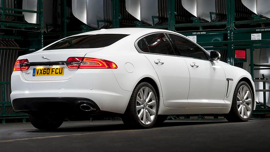 2011 год — Jaguar XF первого поколения (фейслифтинг)