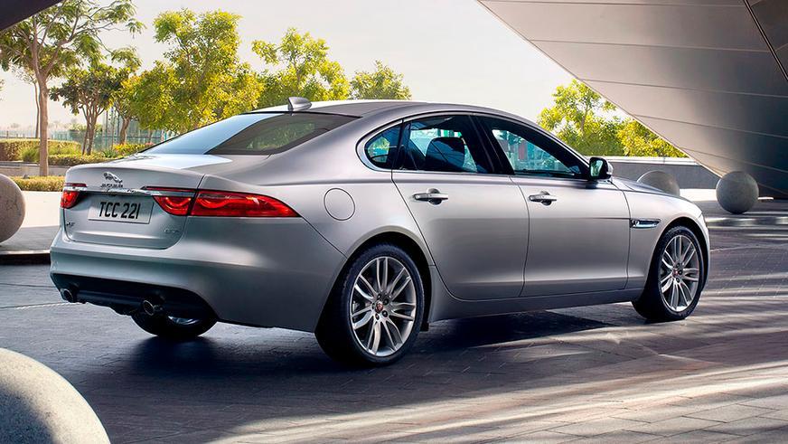 2015 год — Jaguar XF второго поколения