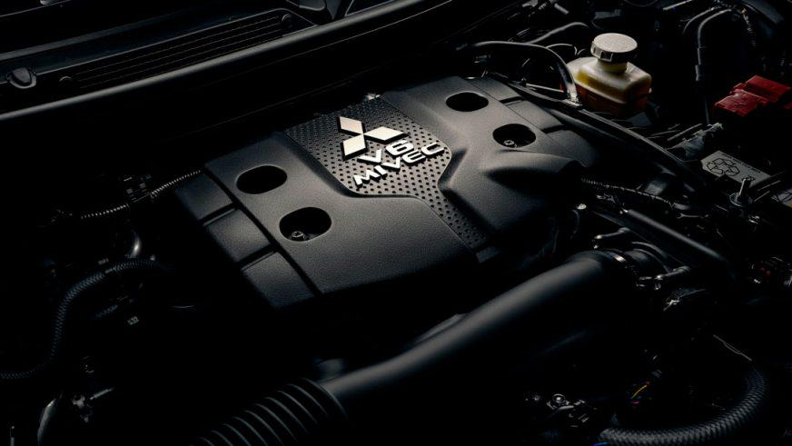Mitsubishi Pajero Sport - 2016 - двигатель