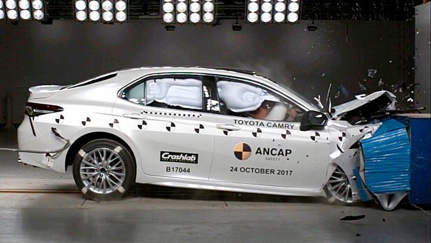Краш-тест новой Toyota Camry