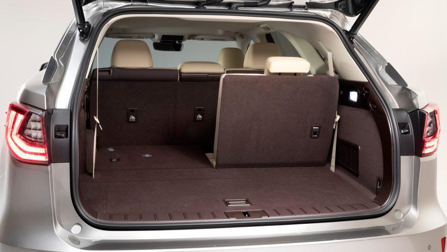 Lexus добавил третий ряд сидений в RX