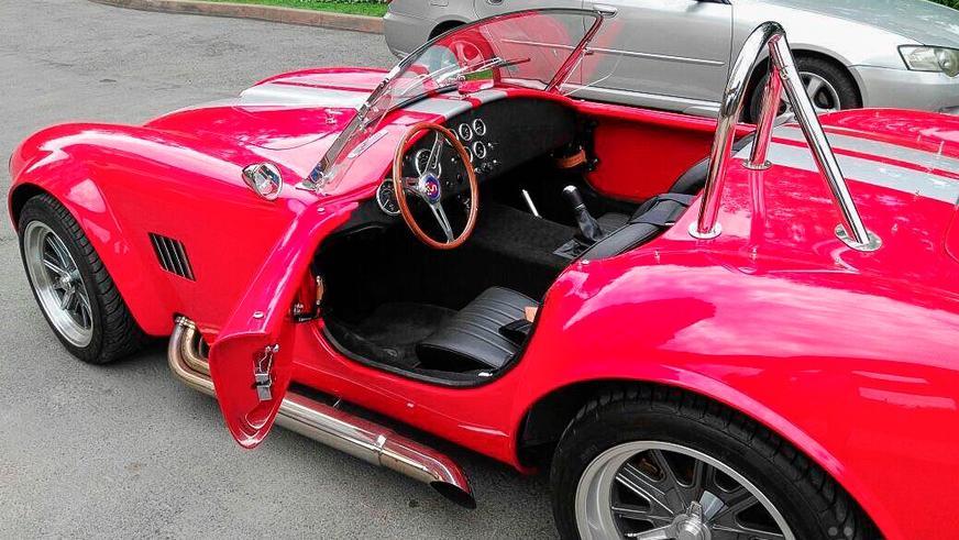 Реплику Shelby Cobra выставили на продажу в Алматы