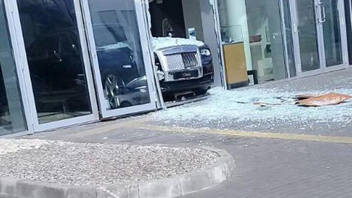 Разбившему Rolls-Royce Ghost парню грозит уголовная статья