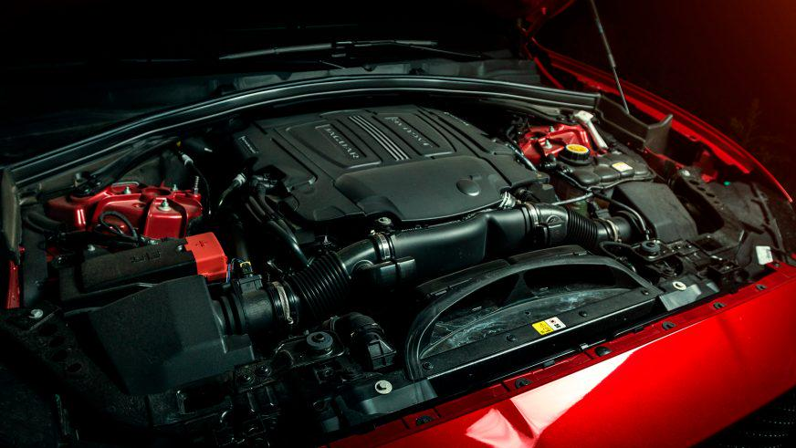 Jaguar F-Pace - 2016 - двигатель