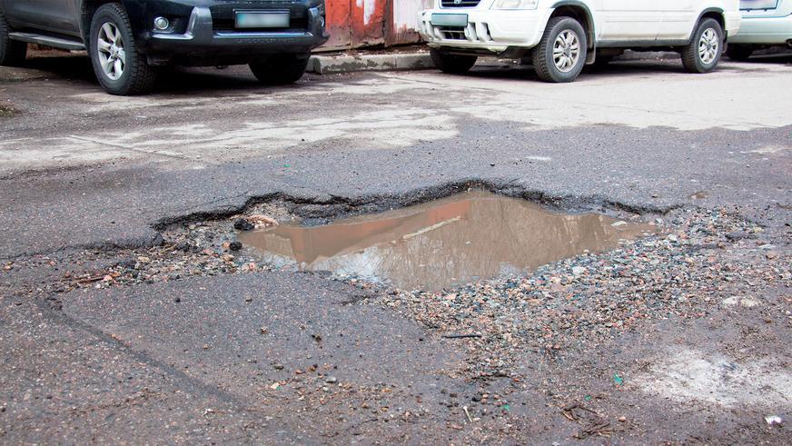 В Алматы принялись латать ямы на дорогах. Поможем их все найти