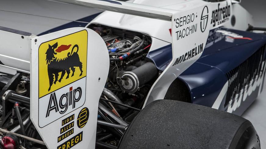 Первый болид Айртона Сенны в Формуле-1 пустят с молотка