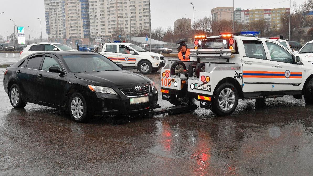 Автомобили с улиц Алматы повезут на штрафстоянки по-новому