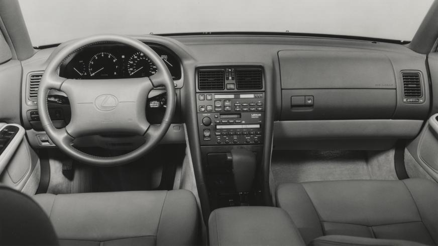 1992 жыл. Lexus LS рестайлингтен кейінгі алғашқы буыны (XF10)