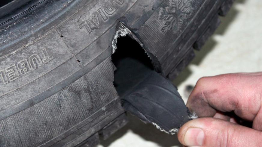 Порвали шину? Знайте, как получить новую бесплатно