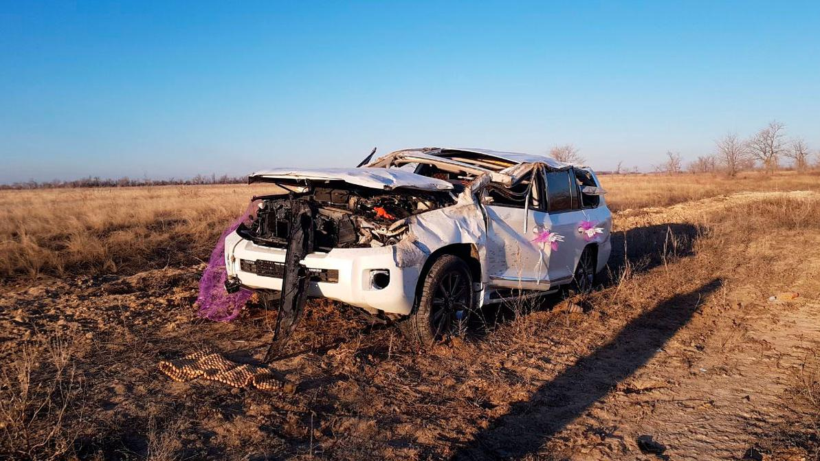 Один человек погиб в ДТП со свадебным кортежем в ЗКО