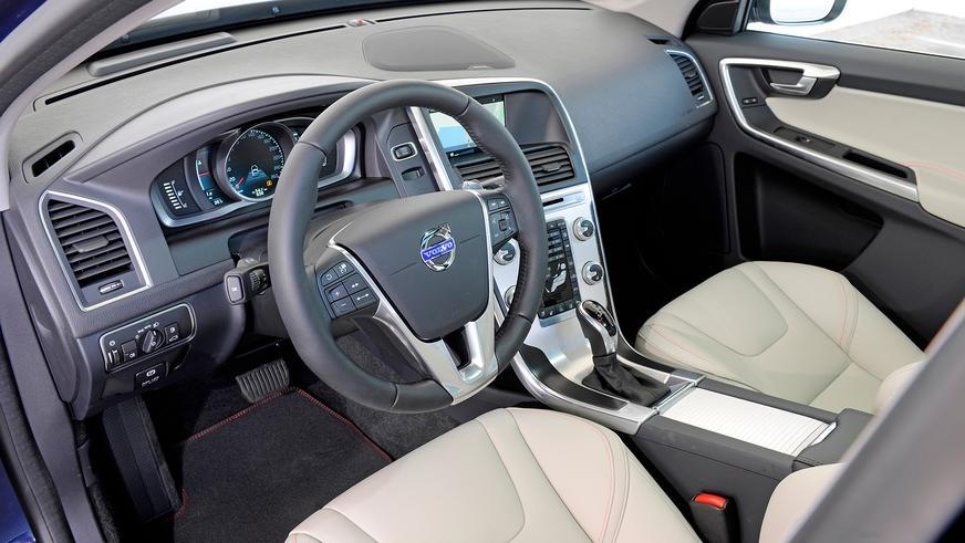 2013 год. Volvo XC60 1-го поколения после рестайлинга
