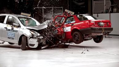 Насколько безопаснее стали машины за последние 35 лет