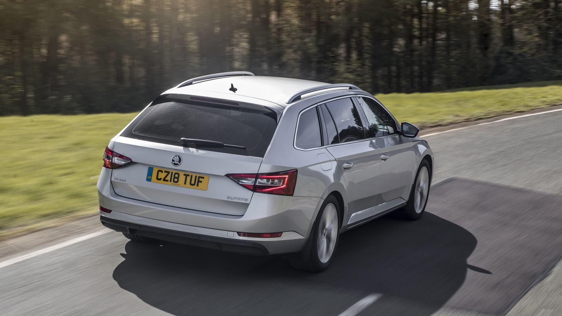 Škoda представила универсал Superb почти за 0 000