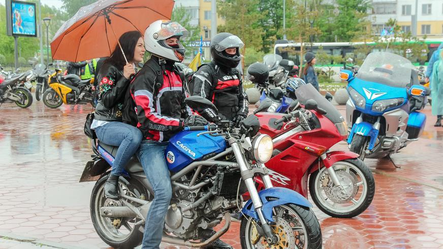 Байкеры в Астане, несмотря на плохую погоду, открыли сезон